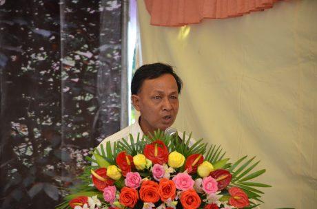 Ông Lương Liếp vinh dự được chọn đại diện cho công nhân Campuchia phát biểu tại lễ kỷ niệm 10 năm thành lập Công ty CPCS Bà Rịa – Kampong Thom. Ảnh: Đào Phong.