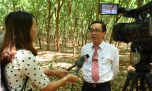 Ông Đỗ Minh Tuấn trả lời phỏng vấn báo chí tại lễ ra quân khai thác năm 2019. Ảnh Vũ Phong