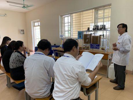 Đ/c Lê Đức Đẳng (đứng) tại Hội thi Thiết bị tự làm toàn quốc năm 2019 do Bộ Lao động TB & XH tổ chức