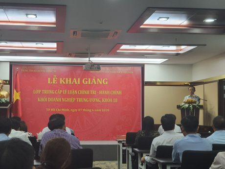 Đ/c Trần Ngọc Thuận - UV BTV Đảng ủy khối Doanh nghiệp trung ương, Bí thư Đảng ủy, Chủ tịch HĐQT VRG phát biểu chỉ đạo lớp học.