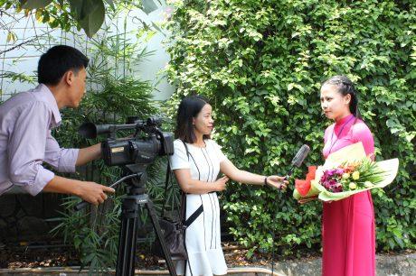 Phóng viên Tạp chí Cao su Việt Nam đang tác nghiệp. Ảnh: Phan Thắng