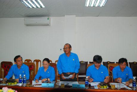 Ông Siu Hoa - Chủ tịch Công đoàn cao su Chư Păh phát biểu ý kiến