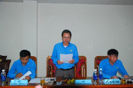 Ông Tạ Thúc Bình - Chủ tịch công đoàn cao su Sa Thầy phát động thi đua