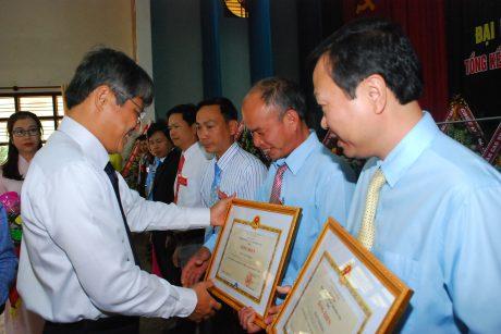 Lãnh đạo VRG trao bằng khen của Ủy ban quản lý vốn Nhà nước cho tập thể và cá nhân