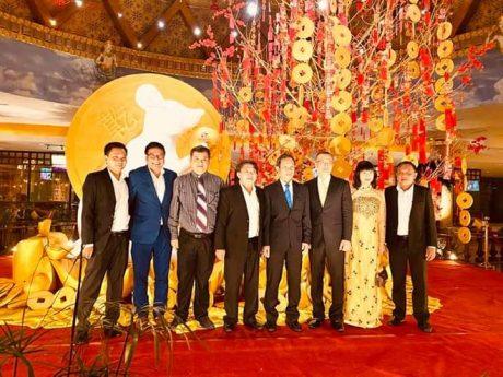 Lãnh đạo VRG,các đơn vị thành viên cùng Đại sứ Vũ Quang Minh tại buổi gặp mặt.