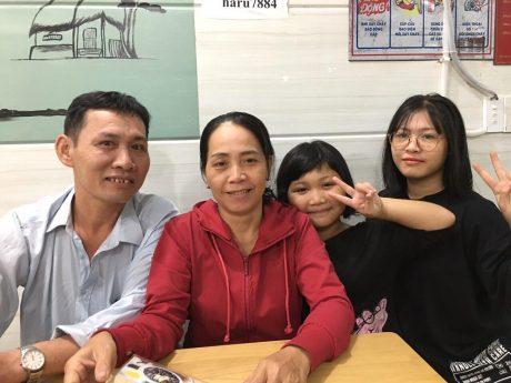 Gia đình anh Trần Văn Lập nấu cơm chay tặng người nghèo