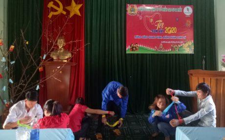 Công nhân tham gia các trò chơi trong chương trình