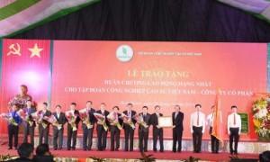VRG vinh dự đón nhận Huân chương Lao động hạng Nhất tại lễ kỷ niệm 90 năm thành lập Chi bộ Đông Dương Cộng sản Đảng - Truyền thống ngành cao su VN, vào ngày 26/10/2019. Ảnh: Vũ Phong