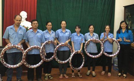 ): Ông Trương Minh Trung – Phó TGĐ VRG (bên trái) làm việc với Ngài Veng SaKhon - Bộ trưởng Bộ Nông lâm, Ngư nghiệp Campuchia.